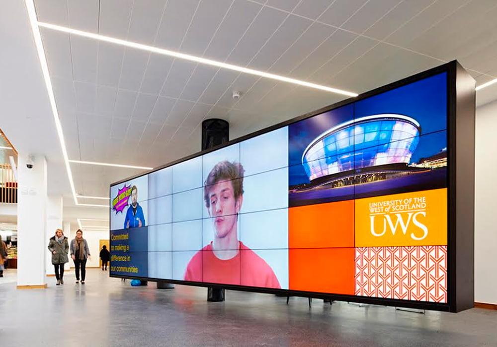 Painel de digital signage em rede de mídia digital indoor