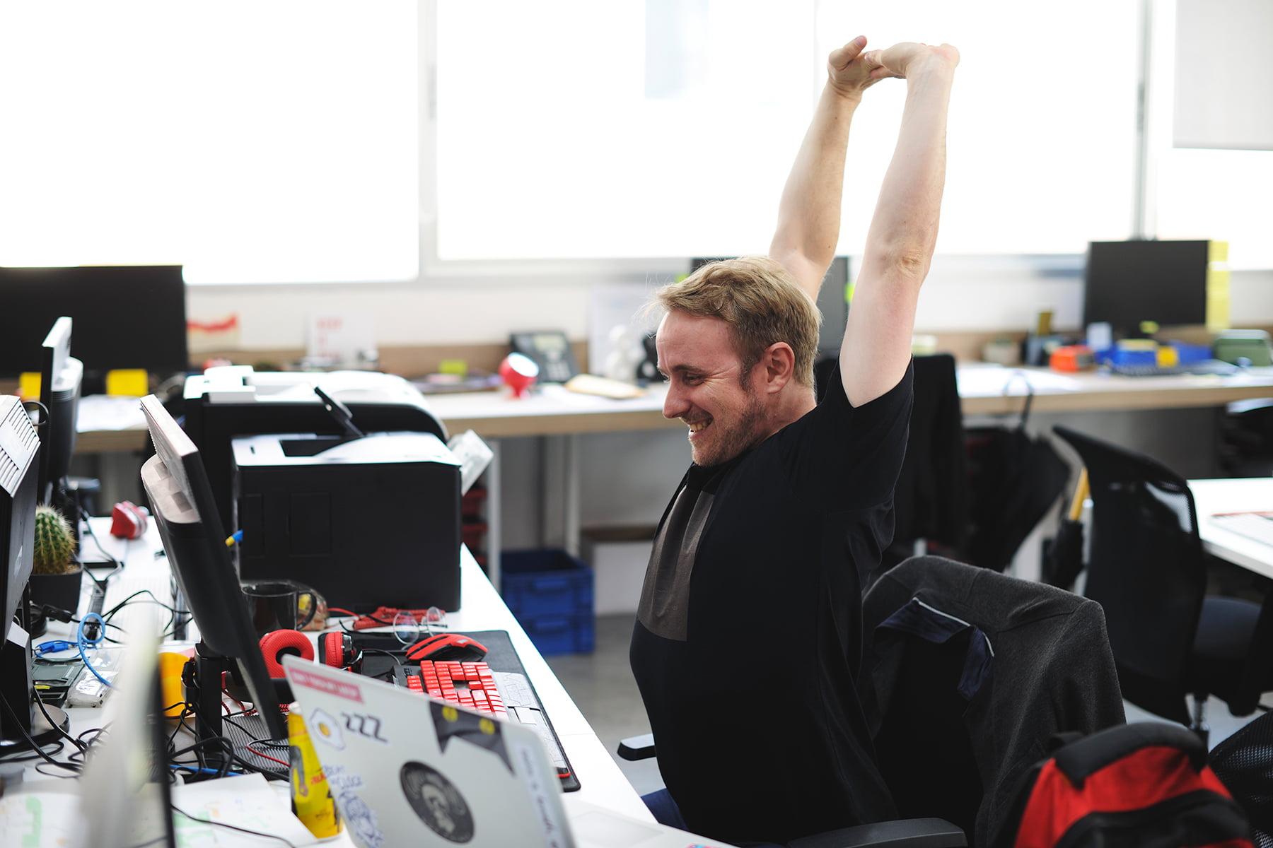 alongamento e atividades físicas no escritório