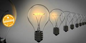 lâmpadas sobre fundo escuro indicando inspiração