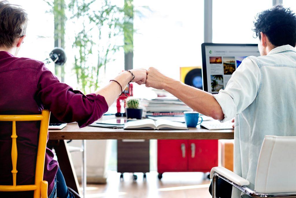comunicação interna entre colegas - usando plataforma integrada